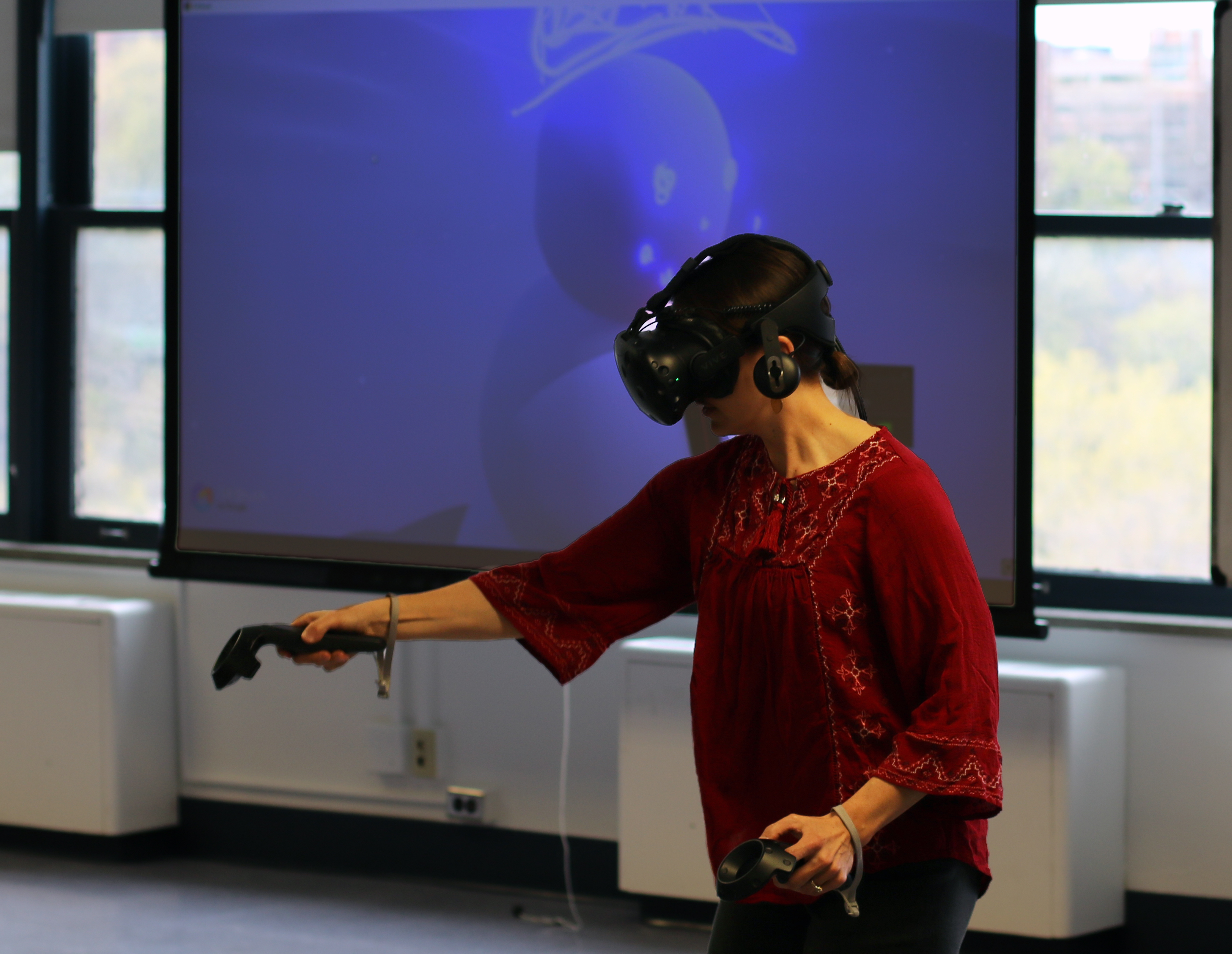 Teresa Bisson demonstrating virtual reality technology to her students.