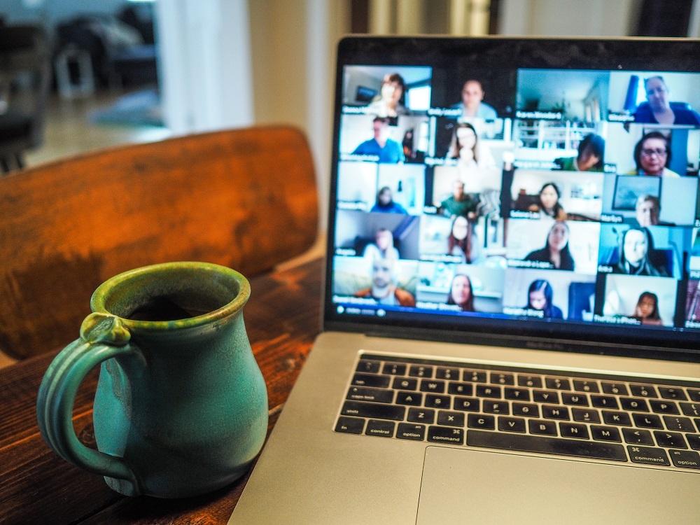 Computer set to virtual meeting